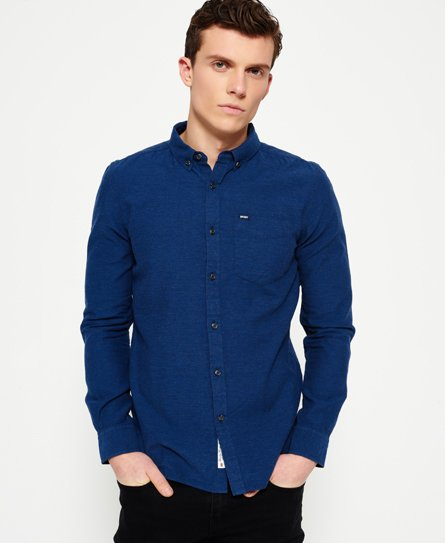 Superdry men\\\'s Shoreditch button down shirt. A long sleeve button down shirt with a single breast pocket and button cuffs. The shirt also comes with a Superdry logo tab on the pocket and a Superdry Sartorial logo patch on the placket. The shirt is finished with a logo patch on one sleeve and a tri colour tab on the back of the shirt. Model wears: Medium Model height: 6\\\' 2\\\