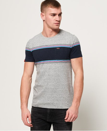 Superdry men\\\'s chestband pocket t-shirt from the Orange Label range. No wardrobe is complete without stripes. Invest in this chestband pocket tee for a versatile, go to option this season. It features a crew neckline, a Superdry pocket on the chest with a Superdry tab, as well as a Superdry tab on the sleeve. For a key look this season, pair this tee with jeans and trainers for a casual look. Slim fit