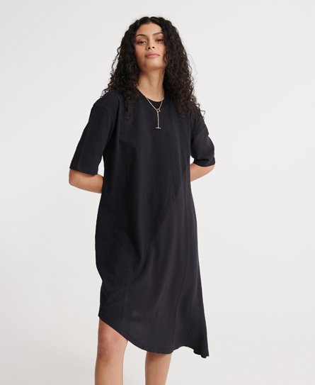 Superdry women\\\'s Edit asymmetrical dress. This dress features a ribbed crew neck, short sleeves and an asymmetrical hem design. Finished with a Superdry logo tab on the hem. The Edit asymmetrical dress is the perfect addition to your wardrobe this season.