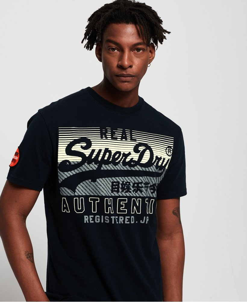 superdry klassisches kastiges reactive t shirt mit vintage. Black Bedroom Furniture Sets. Home Design Ideas