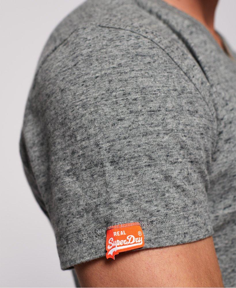 Superdry Vintage T skjorte i økologisk bomull med V hals og