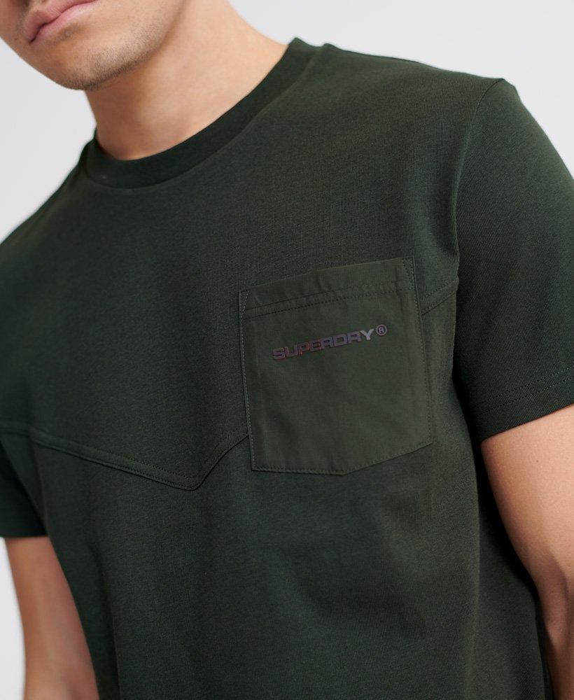 Superdry Urban Tech T skjorte med lomme i nylon Herre T