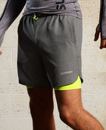Superdry Doppellagige Sport Athletic Shorts aus Stretchmaterial