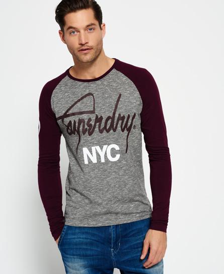 Se Superdry Superdry City Brand T-shirt med raglanærmer ved SuperDry