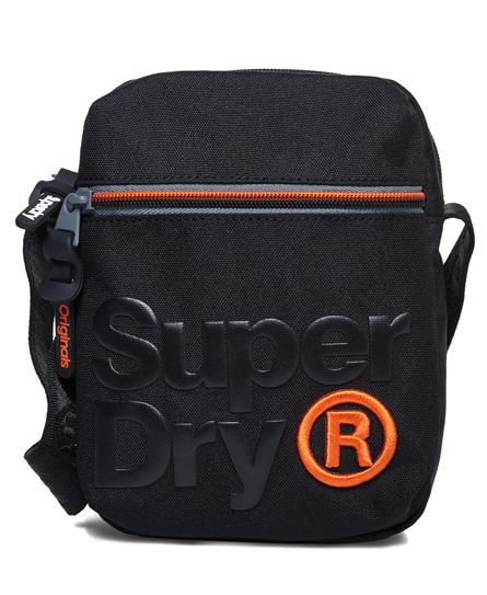 Se Superdry Superdry Lille Lineman Super taske ved SuperDry