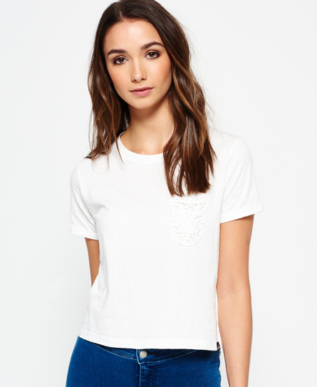 Se Superdry Superdry Lace Pocket Crop T-shirt ved SuperDry