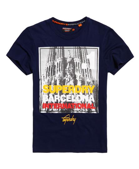 Se Superdry Superdry Kasseformet fotoby Barcelona T-shirt ved SuperDry